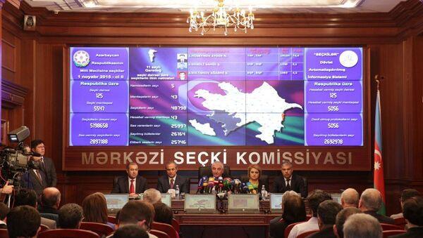 Mərkəzi Seçki Komissiyası 1 noyabr seçkilərinin ilkin nəticələrini açıqladı - Sputnik Азербайджан