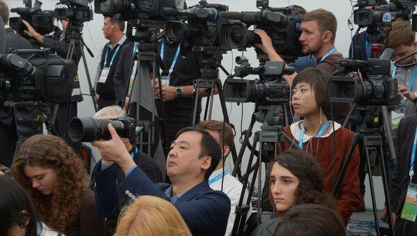 Работа Международного пресс-центра саммитов БРИКС и ШОС - Sputnik Азербайджан