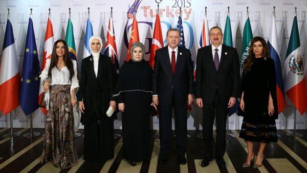 Президенты Турции и Азербайджана с членами семей в Анталье - Sputnik Азербайджан
