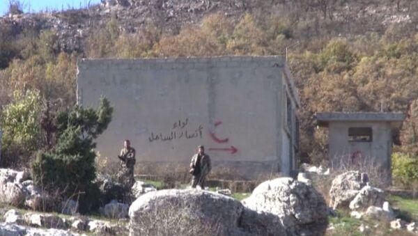 Сирийские военные показали захваченный к северу от Латакии форпост боевиков - Sputnik Азербайджан