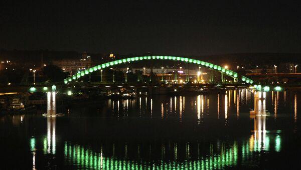 Illuminated bridge across Sava in Belgrade - Sputnik Azərbaycan