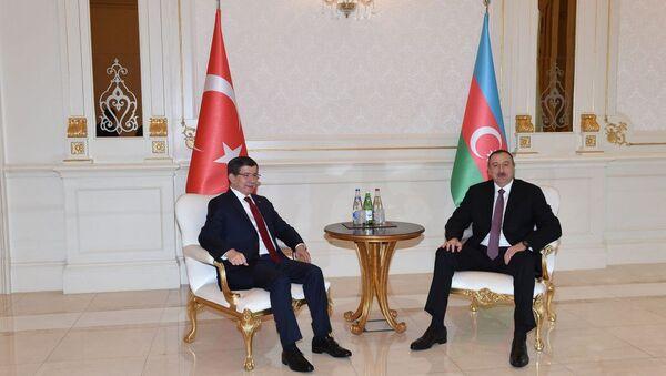 Türkiyənin baş naziri Əhməd Davudoğlu və Azərbaycan prezidenti İlham Əliyev - Sputnik Azərbaycan
