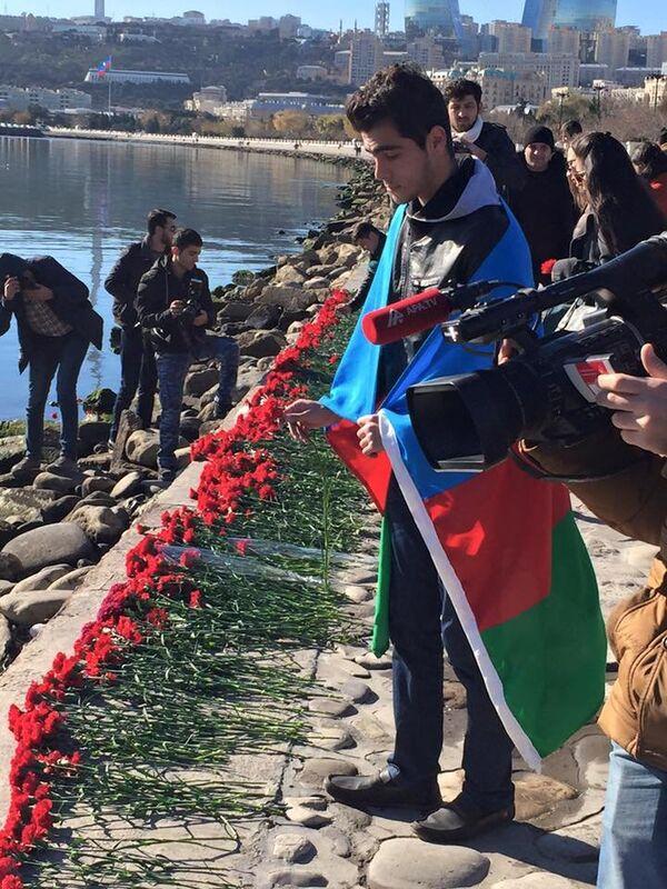Акция памяти жертв аварии - Sputnik Азербайджан