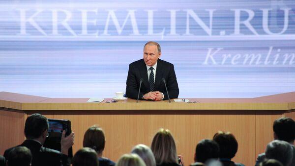 December 17, 2015. Russian President Vladimir Putin at the 11th annual news conference at the World Trade Center on Krasnaya Presnya - Sputnik Azərbaycan