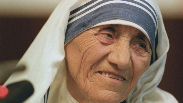 Настоятельница Ордена милосердия мать Тереза - Sputnik Azərbaycan