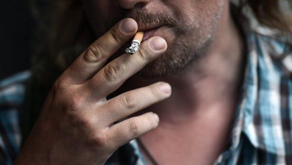 Курение в общественных местах - Sputnik Азербайджан