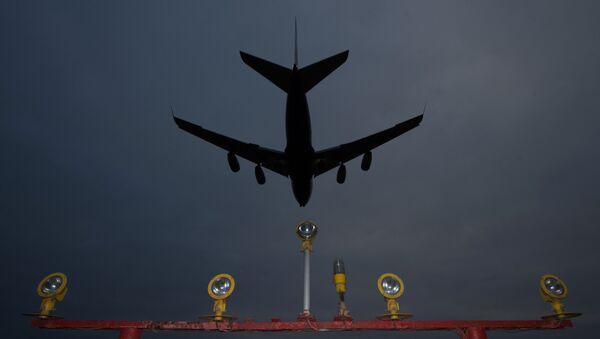 Самолет заходит на посадку. Архивное фото - Sputnik Азербайджан