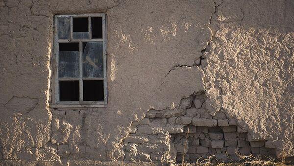 Последствия землетрясения. Архивное фото - Sputnik Азербайджан