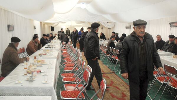 Поминки погибшего нефятника Азизаги Гулиева - Sputnik Азербайджан