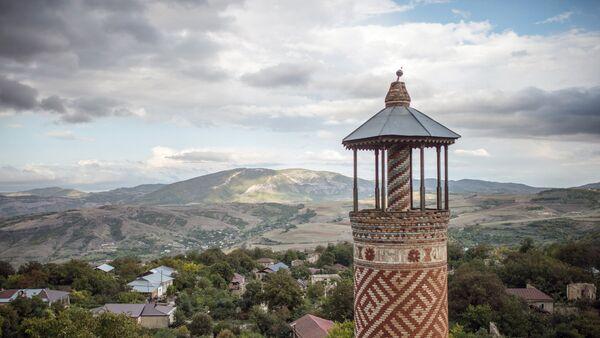 Минарет мечети, пострадавшей в ходе войны, в городе Шуши  - Sputnik Азербайджан