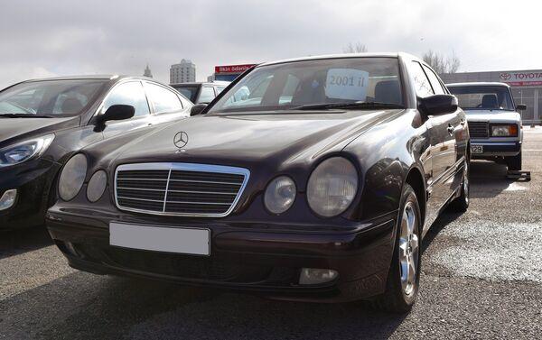 Автомобиль марки Mercedes Benz - Sputnik Азербайджан