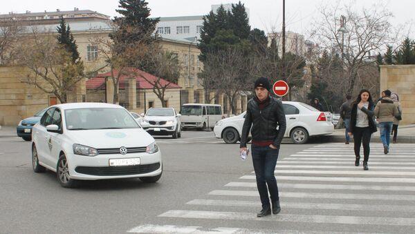 Bakıda piyada keçidi - Sputnik Азербайджан