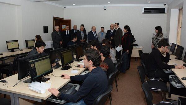 В UNEC проходят встречи под девизом «Знание должно оцениваться прозрачно и объективно» - Sputnik Азербайджан
