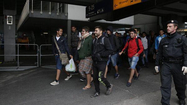 Беженцы с Ближнего Востока в Мюнхене - Sputnik Азербайджан