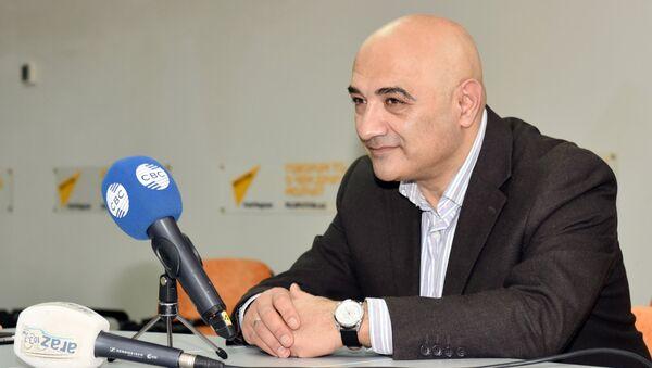 Политолог Тофиг Аббасов - Sputnik Азербайджан