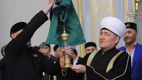 Прибытие величайшей реликвии Ислама - волоса пророка Мухаммеда в Московскую Соборную мечеть - Sputnik Азербайджан