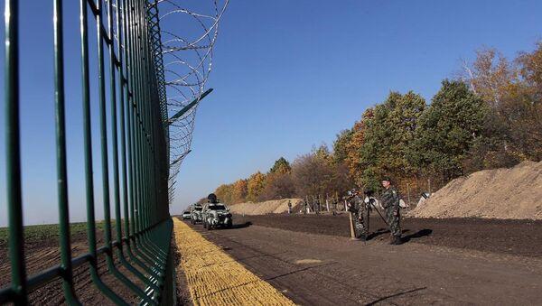Стена на границе - Sputnik Азербайджан