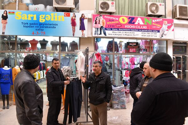 Недовольные ситуацией продавцы - Sputnik Азербайджан