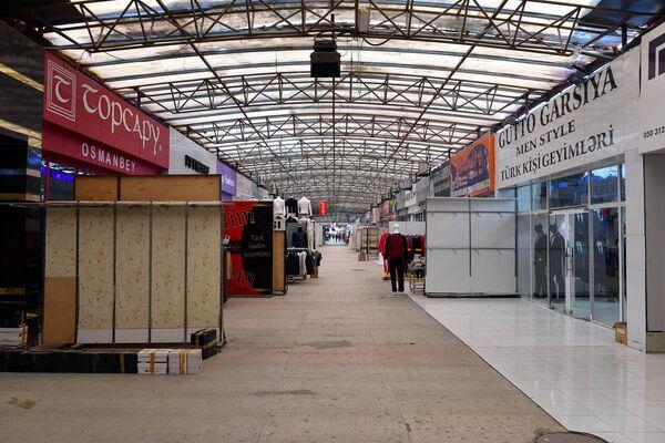 Собственники и арендаторы в торговом центре также недовольны высокими таможенными ставками. - Sputnik Азербайджан