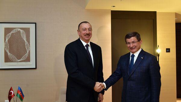Встреча Президента Азербайджана Ильхама Алиева с премьер-министром Турции Ахметом Давутоглу. Фото с официального сайта Президента АР - Sputnik Азербайджан
