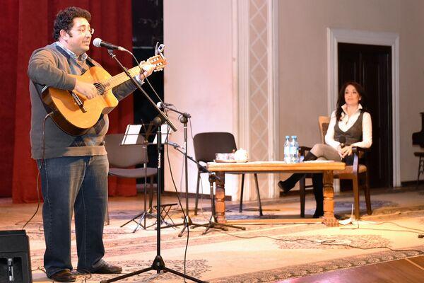 Джавид Имамвердиев на вечере памяти Владимира Высоцкого - Sputnik Азербайджан