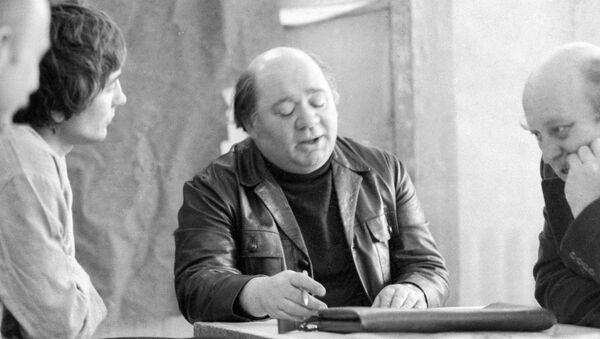 Евгений Леонов на репетиции пьесы Вор - Sputnik Азербайджан