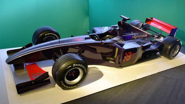 Болид Формулы 1, выставленный на бакинском бульваре - Sputnik Azərbaycan