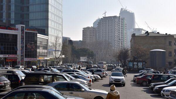 Припаркованные автомобили в Баку - Sputnik Азербайджан