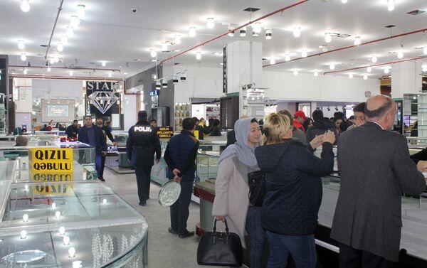 В универмаге снизилось число покупателей - Sputnik Азербайджан