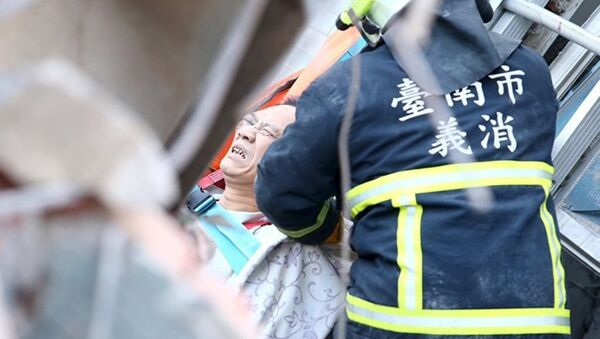 Спасение пострадавших после землетрясения в Тайване - Sputnik Азербайджан