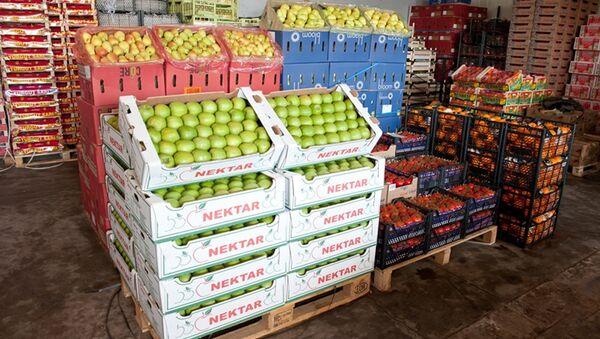 Meyvəli Bazarının satış anbarı - Sputnik Azərbaycan