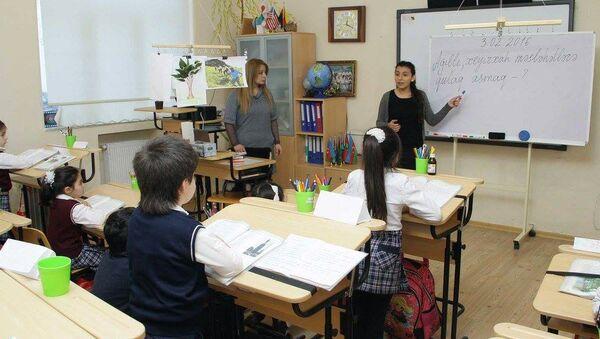 Учебный процесс в одном из бакинских школ - Sputnik Азербайджан