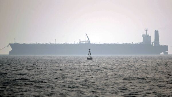 Нефтяной танкер в Персидском заливе - Sputnik Azərbaycan
