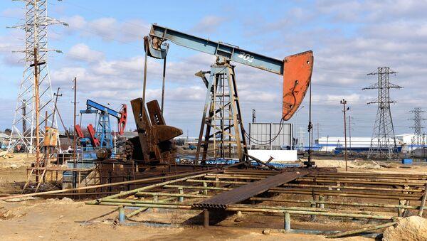 Нефтяные насосы на Абшероне, фото из ирхива - Sputnik Азербайджан
