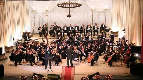 Əməkdar artist Cahangir Qurbanovun İkimizdə bir ürək adlı solo konserti - Sputnik Azərbaycan