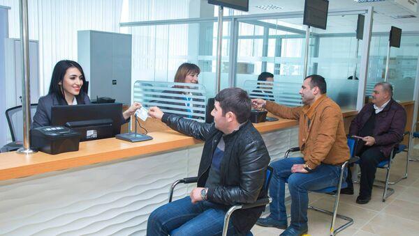 Сотрудники ASAN Xidmət за работой - Sputnik Azərbaycan