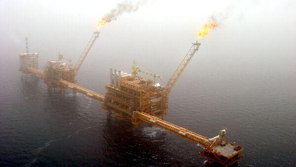 Газовые платформы в Персидском заливе - Sputnik Азербайджан