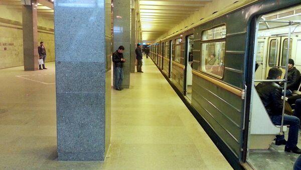 Состав у перрона одной из станций Бакинского метрополитена, фото из архива - Sputnik Азербайджан