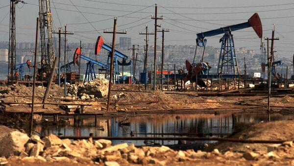 Нефтяные насосы на Баилово, Баку - Sputnik Азербайджан