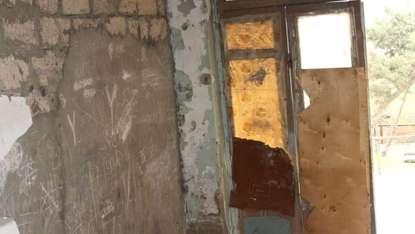 Много лет жильцы ждут переселения в новые квартиры, но их проблема никак не решается - Sputnik Азербайджан