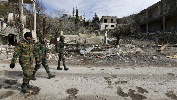 Разрушенные здание в сирийском городе Рабия - Sputnik Азербайджан