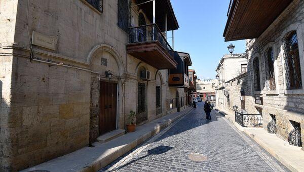 Особенно будоражат двери и балконы, которые не похожи один на другой - Sputnik Azərbaycan