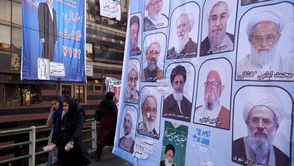 Избирательные плакаты предстоящих выборов в центре Тегерана. Архивное фото - Sputnik Азербайджан