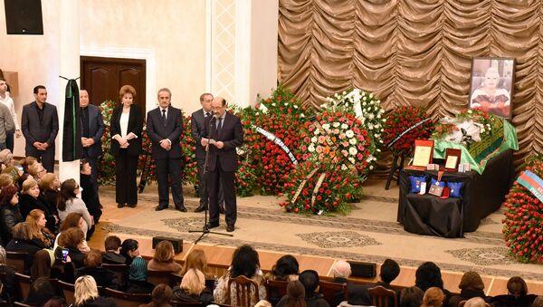 Церемония прощания с народной артисткой Азербайджана Ильхамой Гулиевой - Sputnik Азербайджан