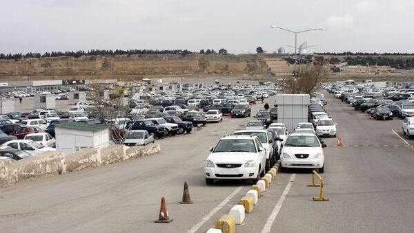 Bakı Avtomobil Satış Mərkəzində satışa qoyulmuş maşınlar - Sputnik Azərbaycan