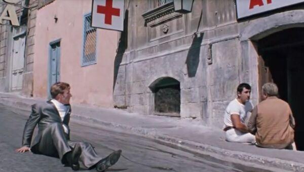 Улица с аптекой Чиканук, где прозвучало знаменитое Черт побери! (ныне улица Малая Крепостная (Кичик Гала), 8) - Sputnik Азербайджан