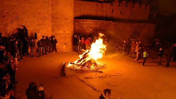 Празднование вторника огня в Баку - Sputnik Azərbaycan