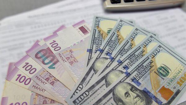 Вклады в манатах и долларах - Sputnik Азербайджан