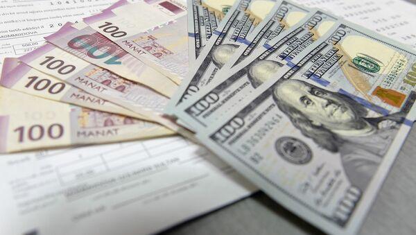 Манаты и доллары - Sputnik Азербайджан
