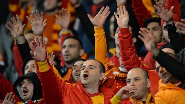 Фанаты турецкого футбольного клуба Галатасарай - Sputnik Азербайджан